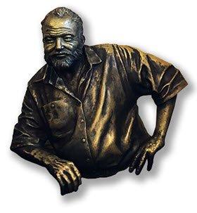 Harry's Bar: Busto di Hernest Hemingway, Havana, Cuba.