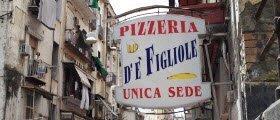 Naples, Pizzeria 'De' Figliole'.