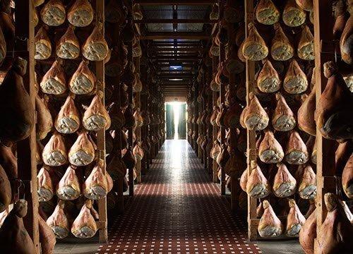 Prosciutto di Parma: 'curing' (img-01)